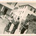 Marido, José a lançar foguetes (Benfeita, 1966)
