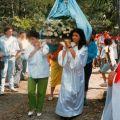 Procissão da Nossa Senhora das Necessidades (Elsa, filha de Eliseu a segurar o andor, com calças verdes)