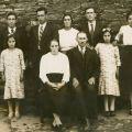 Manuel de Sousa (no plano mais alto), com os pais e os irmãos, em 1939