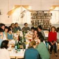Ana do Carmo (junto à cabeçeira da mesa), na companhia dos colegas da fábrica da Cerâmica Constancia, durante um almoço de Ano Bom (1974/75)