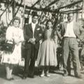 Etelvina e António, acompanhados pelos padrinhos, Francisca de Andrade e António Joaquim, no dia do casamento (Pomares, 1960)