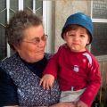 Adelaide Nunes com o seu neto Filipe (Lisboa, 2005)