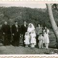 José Francisco Marques e Maria de Lurdes, Padre António (à esq.), padrinhos, sobrinhos e prima, no dia do casamento (4 de Agosto de 1949)