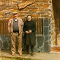 José Gaspar e esposa, Maria dos Santos em frente à casa Malhadinho (Piódão, 22 de Abril de 1996)