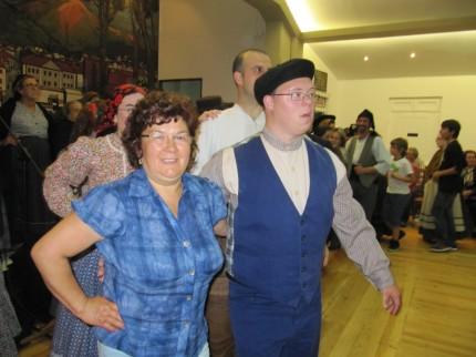 Soito da Ruiva a participar na dança