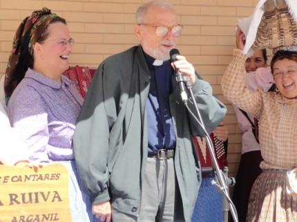 O Padre José Afonso- pároco da Sobreda- a agradecer a participação do GDCSR