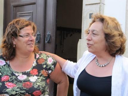 A Teresa Barroso e a D. Luísa falando sobre a Quinta dos Alamos