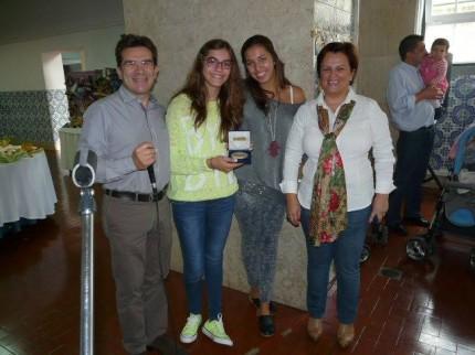 As netas Rita e Cristiana Grácio receberam a medalha dos 50 anos de sócio do avô Manuel Grácio